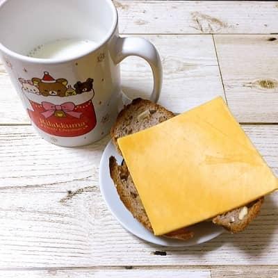 オイシックス牛乳とか飲み放題のチェダーチーズの口コミレビュー